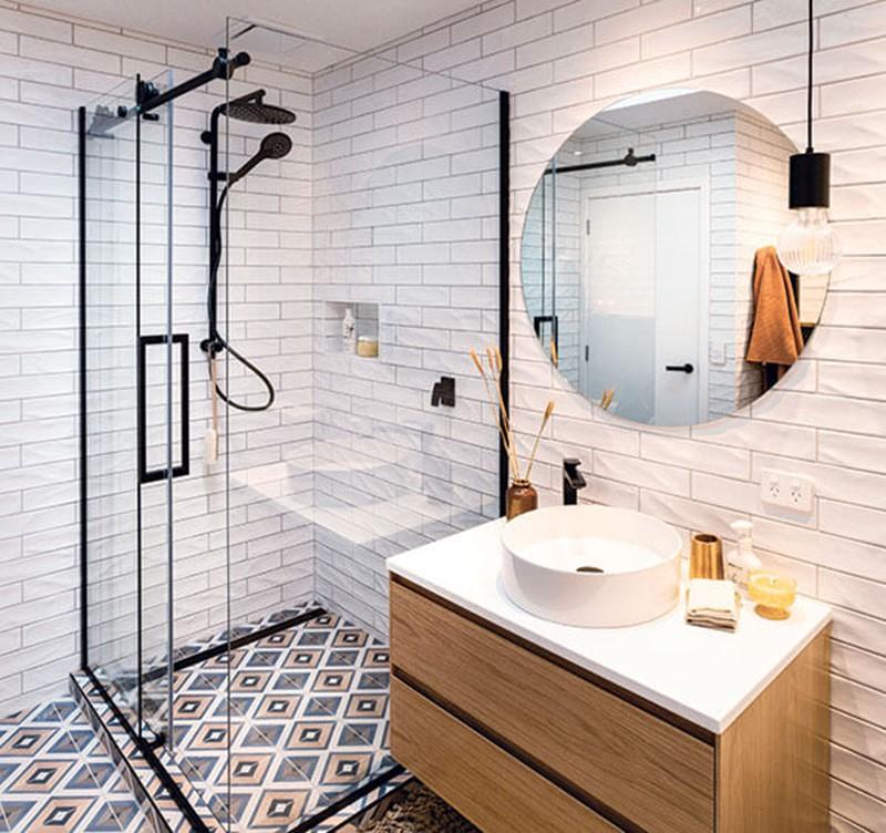 kis fürdőszoba